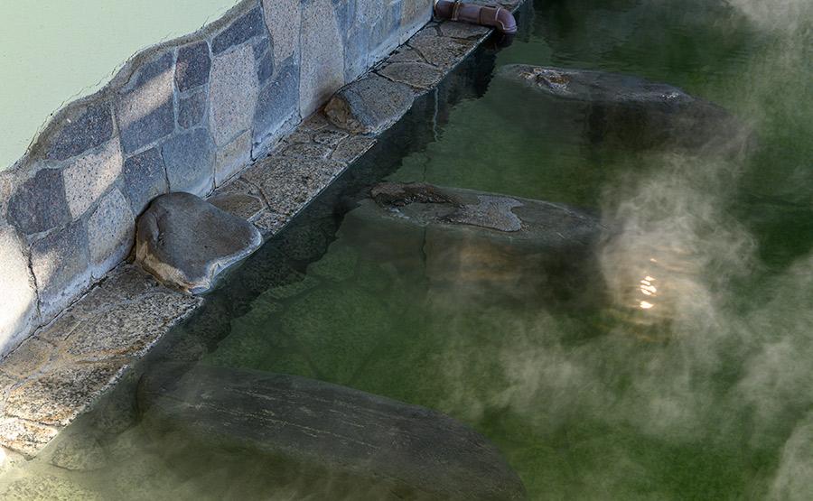 源泉掛け流しの湯3